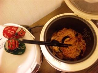 シシ・マイが作る炊飯器パスタ6