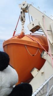 救命ボート、遠くで見るか近くで見るか